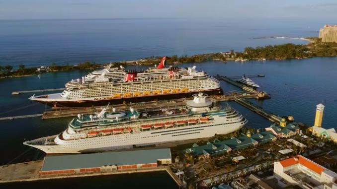 Круизные лайнеры на Багамских островах