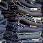 Как правильно носить джинсовые вещи