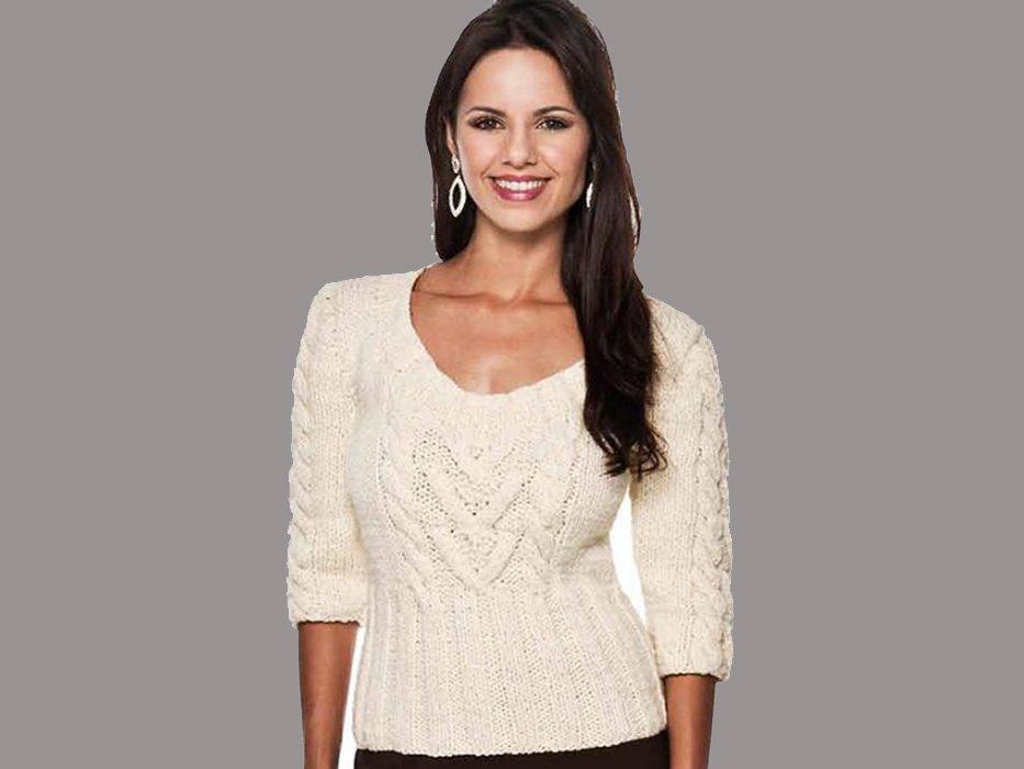 Пуловер с косами по центру переда и на рукавах.