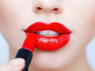 Женские красные губы