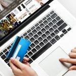 Покупать одежду теперь удобнее в интернете