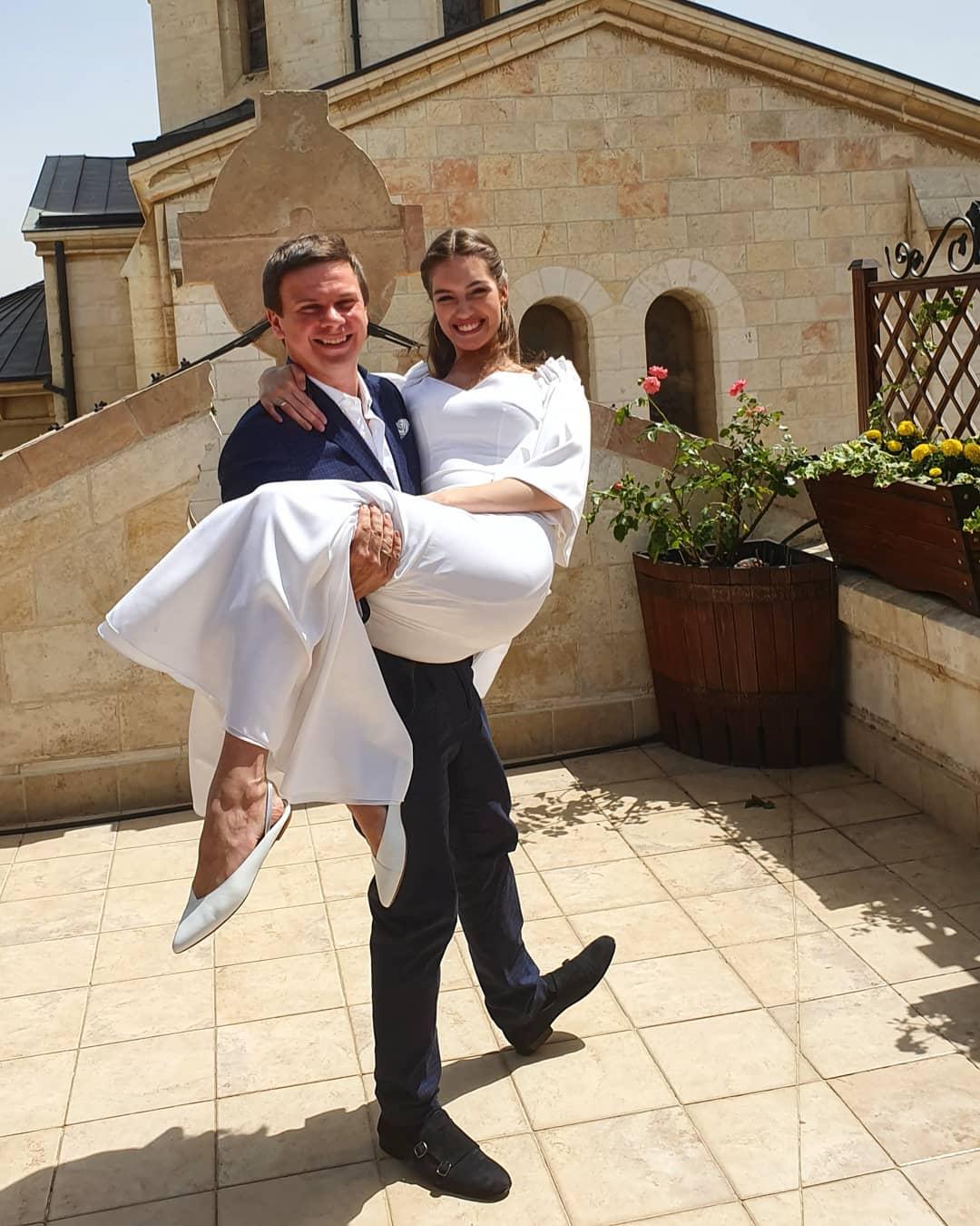 Дмитрий Комаров женился на мисс Украина