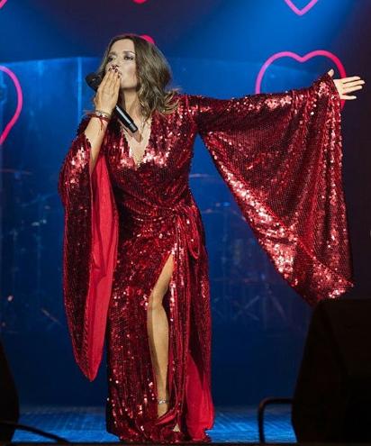Наталья Могилевская в красном платье