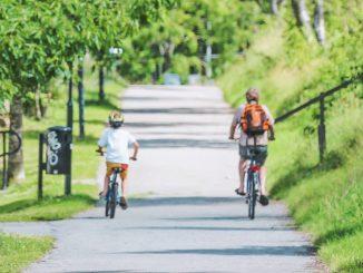 Езда на велосипедах всей семьей
